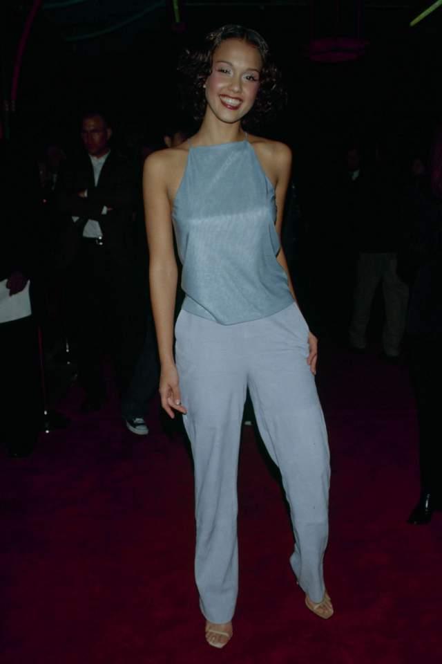 """Джессика Альба на премьере фильма """"Нецелованная"""" в 1999."""