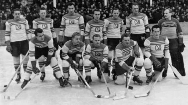 Чемпионы Праги и Стокгольма 18 ноября 1948 года Место катастрофы: над Ла-Маншем Команда: сборная Чехословакии по хоккею В первые послевоенные годы сборная Чехословакии была сильнейшей командой Европы. С 1947 по 1949 год славяне выиграли две золотых медали чемпионата мира и один раз остались на второй строчке, уступив канадцам лишь по разнице шайб.