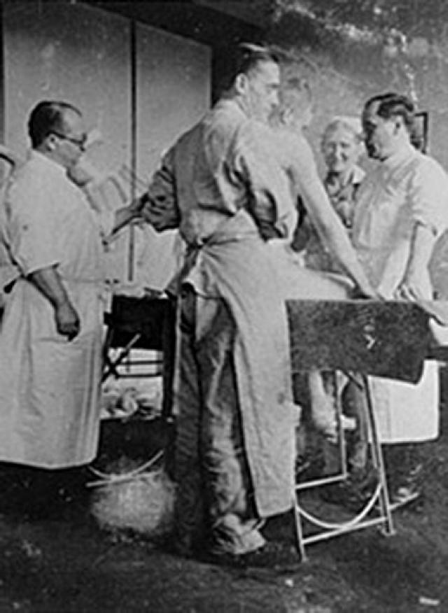Там основную часть работы доктора составляли опыты над заключенными, включая анатомирование живых младенцев.