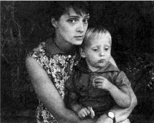 Несмотря на развод, Владимир не забывал своих сыновей, поддерживал с ними контакт и помогал материально. Его следующей любовью стала Татьяна Иваненко .