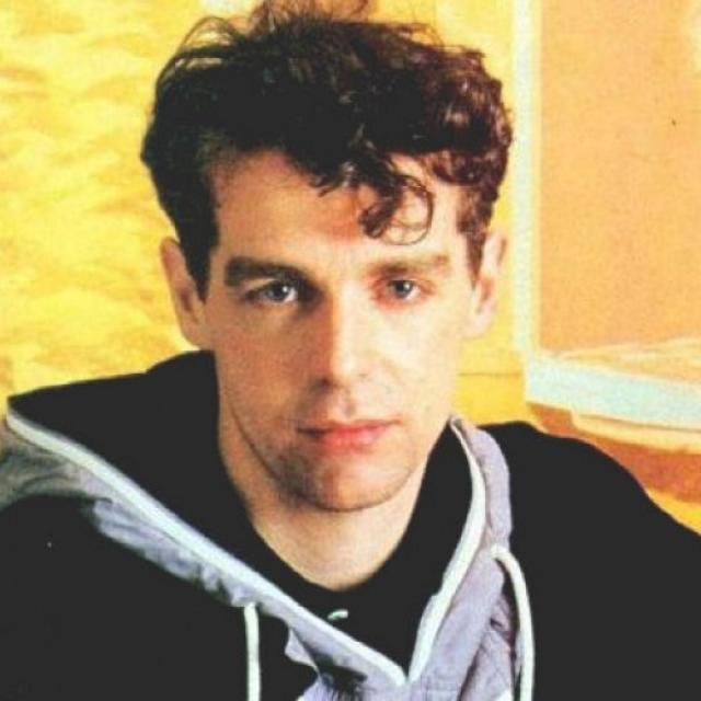 Нил Теннант. В 1994 году солист британского дуэта Pet Shop Boys Нил Теннант, в интервью журналу Attitude, говоря о вкладе группы в гей-культуру, неожиданно заявил: Я имею в виду, что я — гей, и сочинял песни .