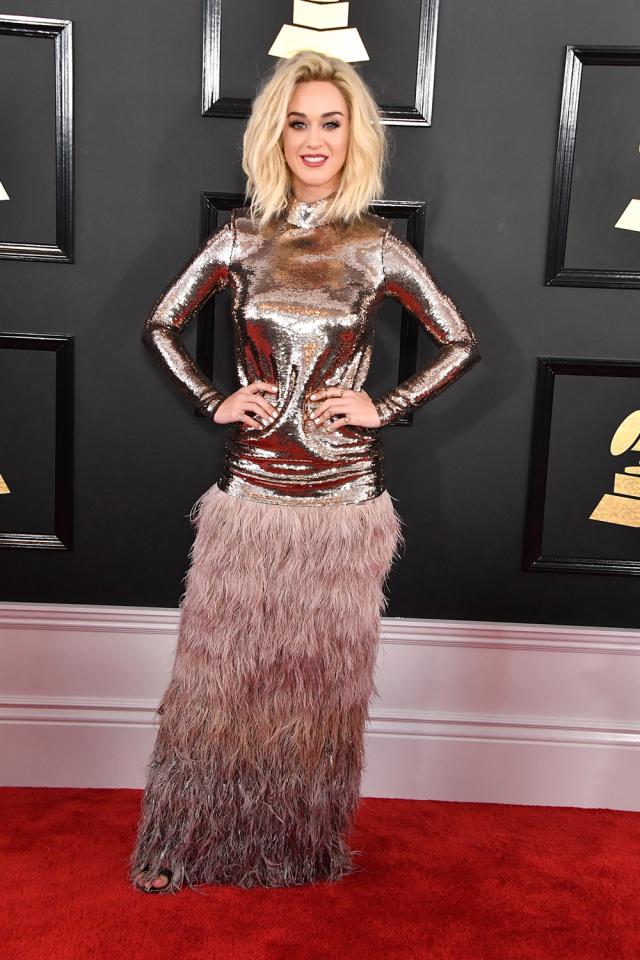 А это еще более странное платье Кэти Перри с того же мероприятия.