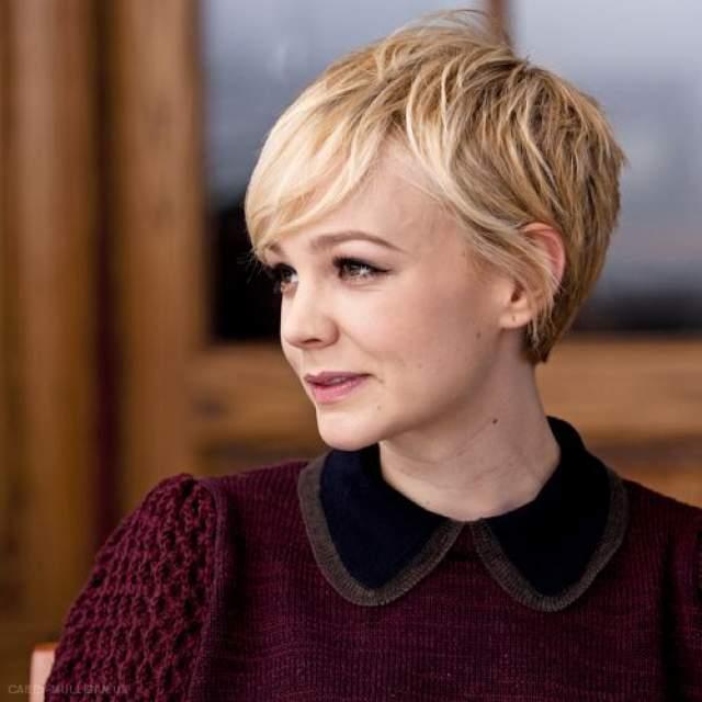 Кэри Маллиган , по мнению поклонников и критиков, доказала, что быть милашкой можно и в образе блондинки...