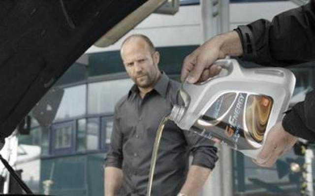 """В 2010 году компания """"Газпромнефть"""" для съемок в рекламном ролике своего мотороного масла пригласила популярного актера Джейсона Стетхема."""