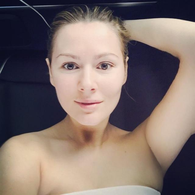 Мария Кожевникова. Актриса часто балует поклонников фото без мейк-апа.