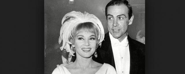 Диана Саленто. Шон Коннери ради актрисы оставил свою первую супругу. Они сыграли свадьбу в тайне в Гибралтаре. А вскоре Диана родила Шону сына Джейсона.