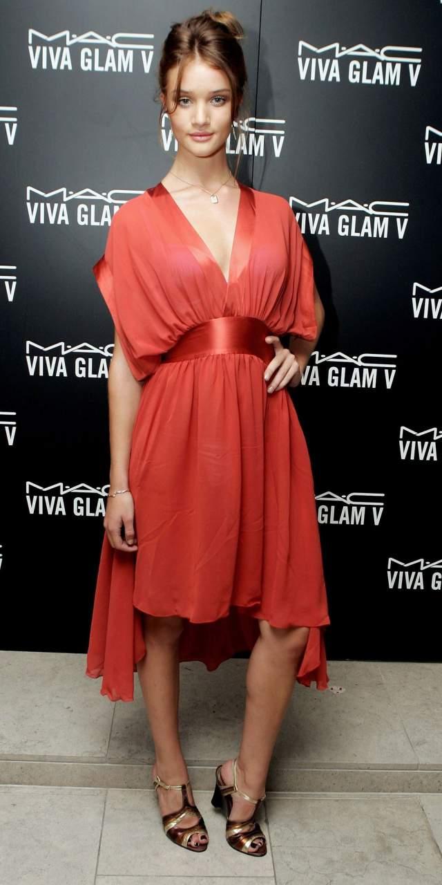 Рози Хантингтон Уайтли на Лондонской неделе моды в 2005.
