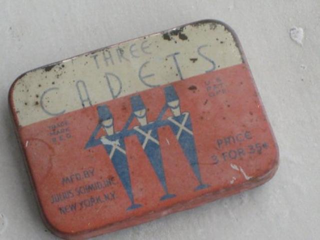 С конца XIX века и до начала Первой мировой войны почти все презервативы, используемые в Европе, импортировались из Германии. Помимо Европы, Германия обеспечивала презервативами Австралию, Новую Зеландию и Канаду.