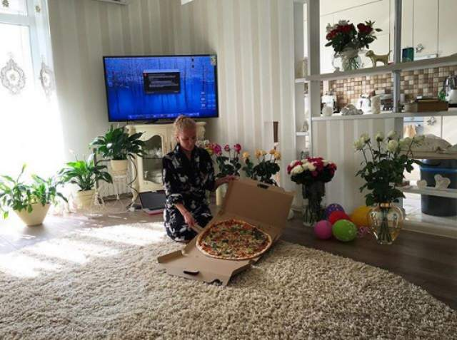 """Украинские СМИ сообщали, что раньше Алена жила с родителями в """"хрущевке"""" в Кривом Роге, а с весны 2014 года она переселилась в отдельную квартиру в центре. По слухам, жилье ей презентовал сам Жан-Клод."""