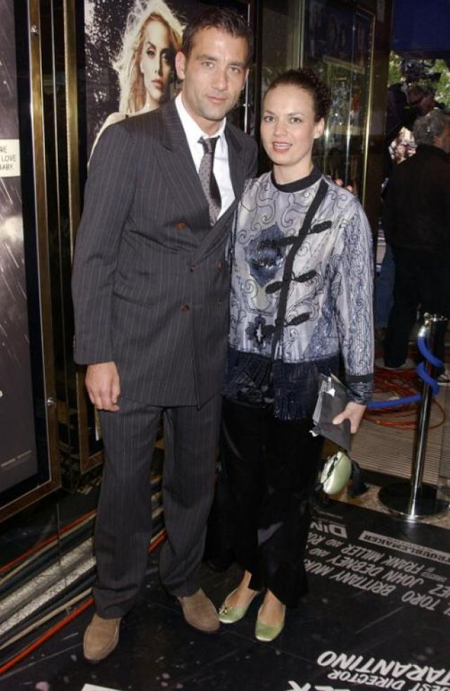 Клайв Оуэн. Брутальный актер женат на бывшей актрисе Саре-Джейн Фентон уже 14 лет. Ревнивые поклонницы обвиняют возлюбленную кумира в том, что она выглядит как школьная учительница.