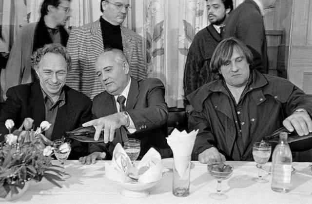 Михаил Горбачев с иностранными гостями.