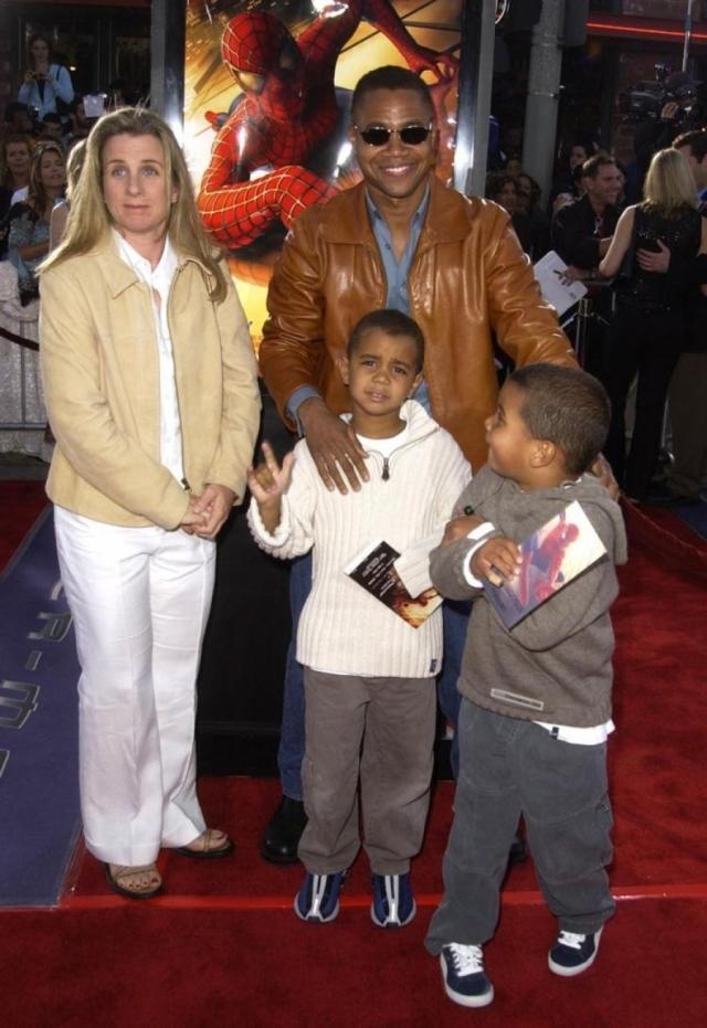 В семье появилось трое детей: Спенсер, Мэйсон и Пайпер, но в 2014 году Сара подала на развод.