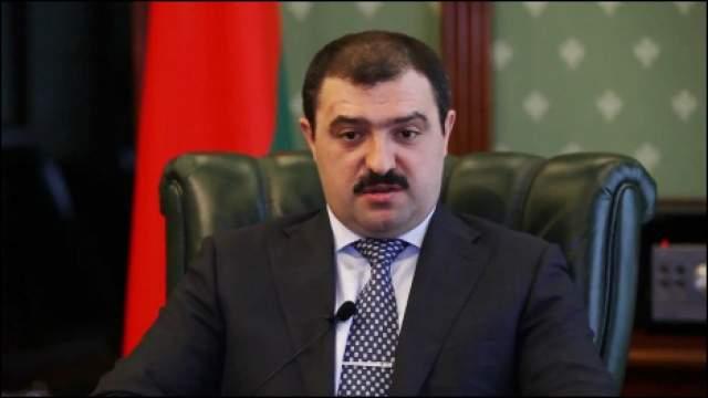 Виктор Лукашенко работал МИДе, занимал должность в отделе внешнеэкономических связей одного из ведущих госпредприятий и остановился на должности советника отца по национальной безопасности.