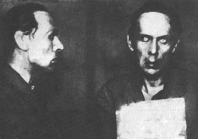 """В декабре 1931 года Хармс вместе с товарищами был арестован по обвинению в участии в """"антисоветской группе писателей"""", причем поводом для ареста как раз и стала их работа в детской литературе, а не шумные эпатирующие выступления. Поэта выслали в Курск."""