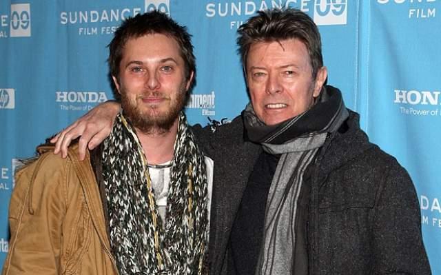 От первой супруги у Дэвида Боуи был один ребенок - сын, именующий себя сейчас Данкан Зоуи Хейвуд Джонс, который стал кинорежиссером