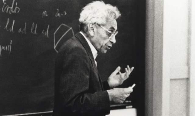 К концу жизни Эрдеш стал одним из самых влиятельных и интеллектуальных математиков всех времен, опубликовал более тысячи статей, не растратив талант и в почтенном возрасте за 70.