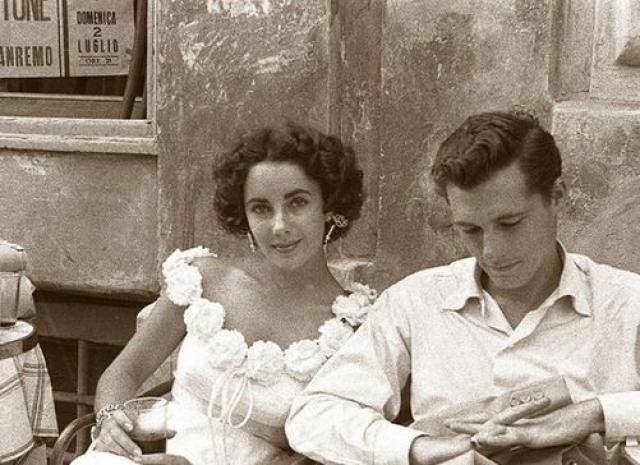 Также Тейлор призналась, что, однажды, будучи пьяным, муж ее ударил, в результате чего первая беременность завершилась выкидышем.