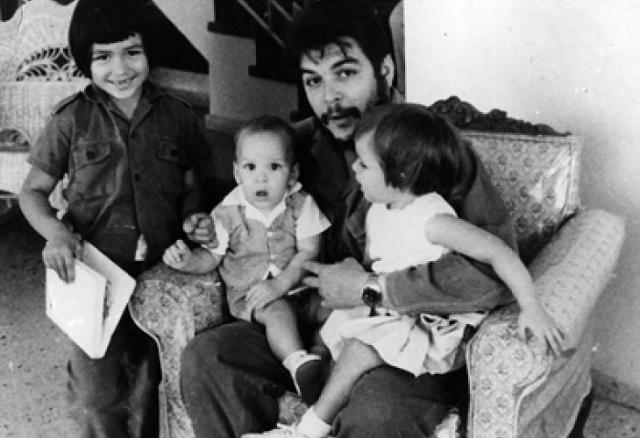 У пары родилось четверо детей: два сына и две дочери.
