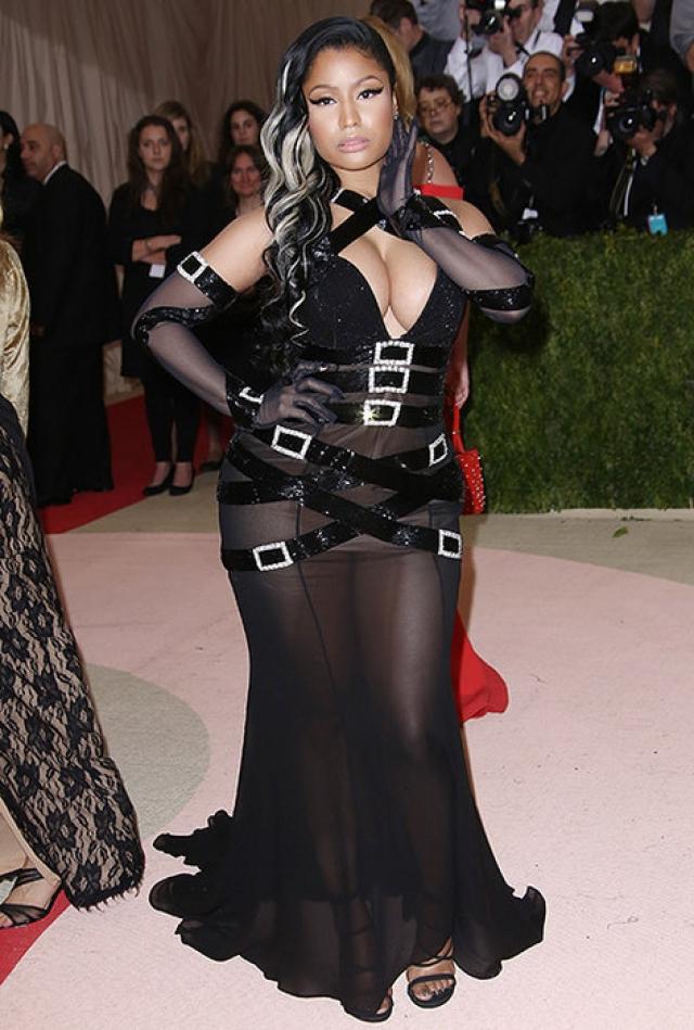 Ники Минаж в 2016 году полностью проигнорировала тему ежегодного Бала Института Костюма и появилась там в полностью прозрачном платье в стиле БДСМ.