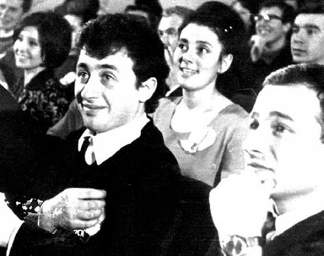 Леонид Якубович. Молодой Леонид не помышлял о том, чтобы стать знаменитостью, во время учёбы играл в институтской команде КВН. Работал на Заводе имени Лихачёва и в пусконаладочном управлении ЗИЛа. С 1979 года писал телесценарии.