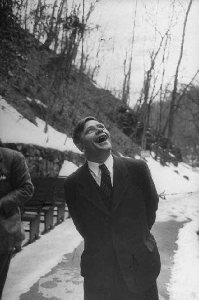 Американские оккупационные власти дали им политическое убежище, после чего Пирогов нашел литературного агента, проводит лекции, пишет статьи и книгу. Позже он станет работать на ВВС США, где через три года женится на бежавшей из Австрии соотечественнице.