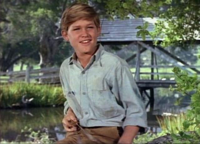 """В 11 лет он снялся в фильме """"Наш человек Хиггинс"""", после чего студия Диснея заключила с ним контракт на 10 лет."""