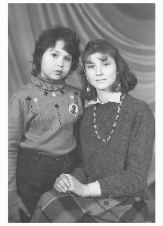 На тот момент Саше исполнилось всего пять лет. После этого она прожила еще шесть. Лейкемия постоянно наваливалась вновь, постепенно отбирая у девочки силы.