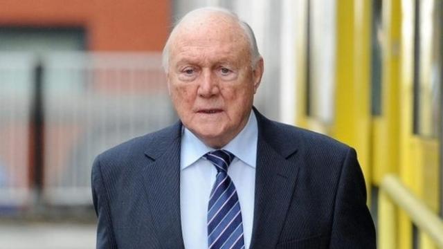 Холл, бывший ведущим спортивных теле- и радиопрограмм почти 50 лет, признал себя виновным в совершении 14 преступлений в 1967-1985 годах. Большинство пострадавших были несовершеннолетними.