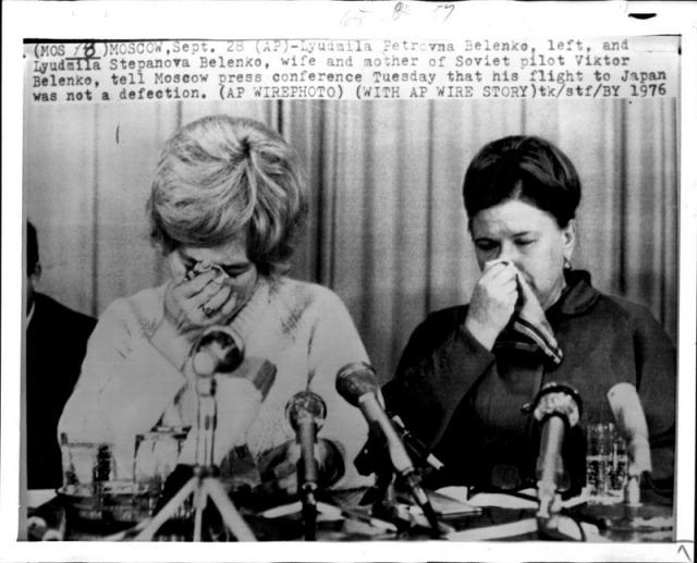 """28 сентября в Москве состоялась пресс-конференция, на которой выступили жена пилота и его мачеха, которые со слезами просили его вернуться, заявляя, что он """"будет помилован, даже если допустил ошибку""""."""