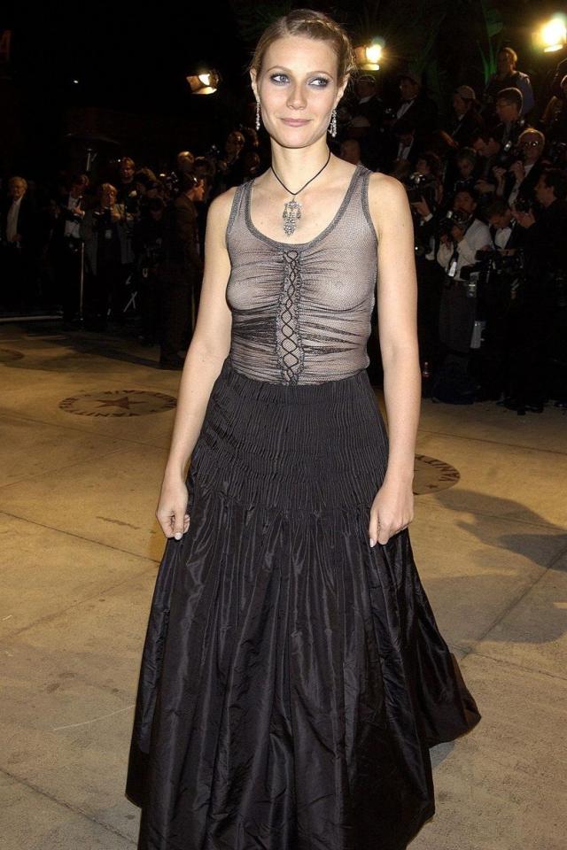 Гвинет Пэлтроу забыла надеть бюстгальтер под свое и без того странное платье для Оскара.
