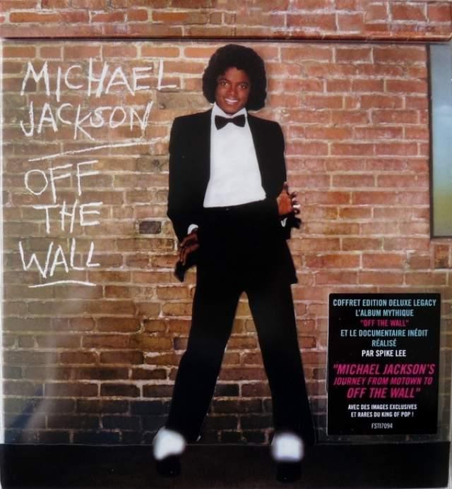 """В 1979 году 21-летний Майкл выпустил сольный альбом Off the Wall, треки с которого """"Don't Stop 'til You Get Enough"""" и """"Rock With You"""" мгновенно стали хитами, а сам альбом разошелся тиражом более 20 млн. экземпляров."""