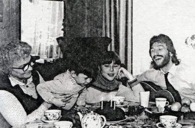 Игорь Тальков на дне рождения сына.