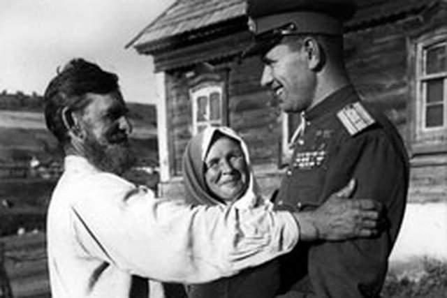По рассказу его дочери Светланы, у Скоморохова было очень хорошее зрение, свыше 120 процентов, - поэтому он всегда первым обнаруживал в небе врага.