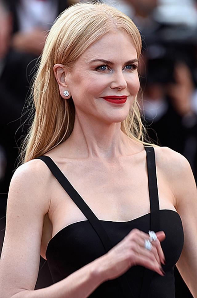 Сегодняшний образ элегантной блондинки несомненно ярче и целостнее.