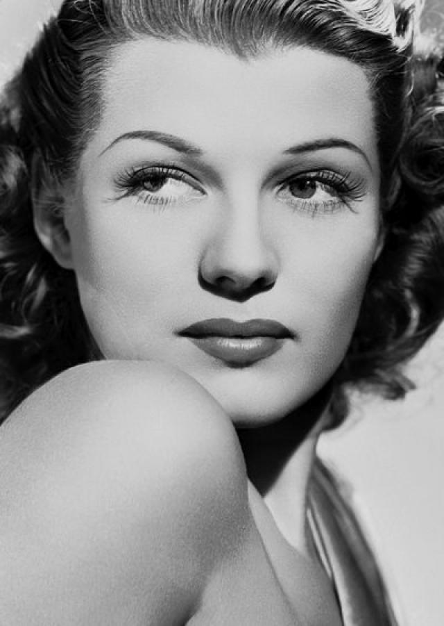 Рита Хейворт. Секс-символ кино 40-х годов пережила в детстве настоящий ад: . собственный отца-танцовщик периодически избивал ее и насиловал.