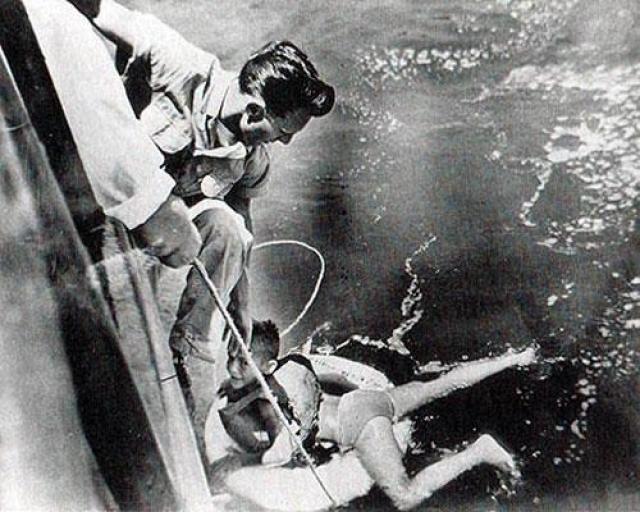 Роджера вытащило прогулочное судно «Maid of the Mist», кинув ему спасательный круг.