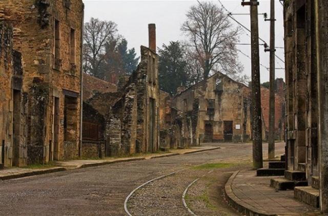 Орадур-сюр-Глан, Франция. Пустынные улицы сожженного нацистами французского города может напугать кого угодно.