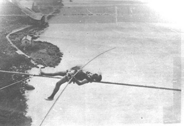 За 1873 год он совершил ещё три неудачных попытки... А зимой 1886 он упал и сломал рёбра, однако он выжил и погиб уже в 1888 году, спрыгнув с моста в Лондоне…