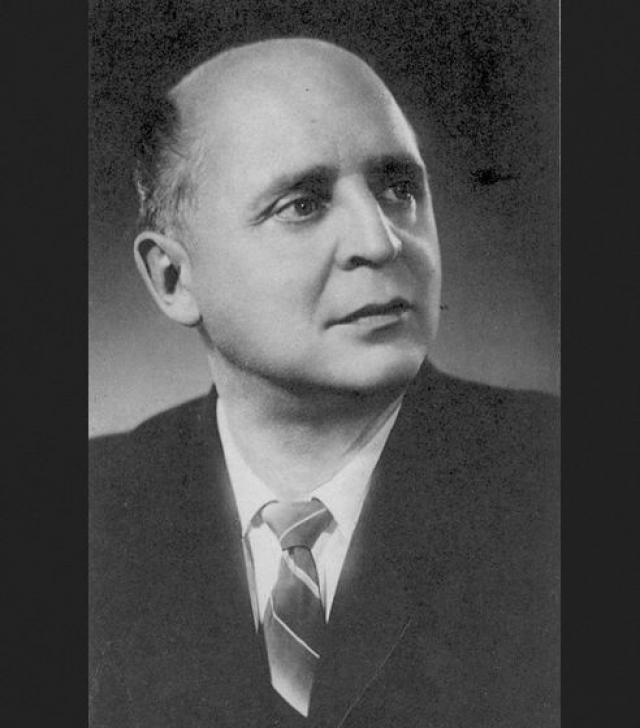 Вадим Козин. Эстрадного певца в 1944 году осудили на восемь лет лагерей, а всего за год до этого он выступал перед участниками Тегеранской конференции вместе с Марлен Дитрих и Морисом Шевалье.