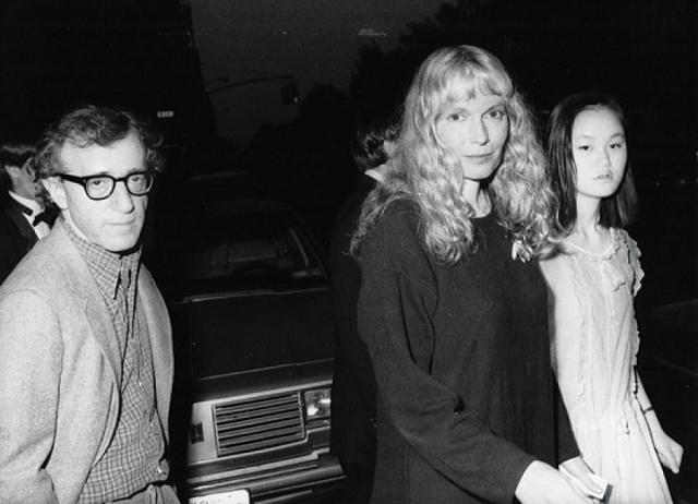 Вуди Аллен и Сун-И. В 1993 гoду мир шоу-бизнеса потряс громкий скандал: тогдашняя супруга Аллена обнаружила у него фотографии своей приемной дочери Сун-И , обнаженной и в откровенных позах.