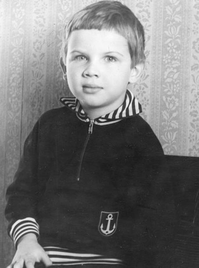 Паша Коноплев. В 80-х об одаренном мальчике активно писали газеты: в три года он производил в уме сложные вычисления, в пять освоил игру на пианино, а в восемь обучался физике.