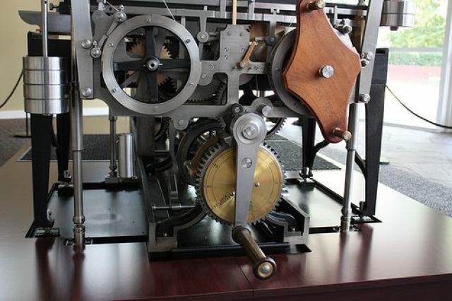 """Принтер. Самый первый """"принтер"""" был создан в 1834 году в Англии, его создателем был математик Чарльз Бэббидж. Он представлял собой громоздкую модель механического компьютера, который имел функцию автоматической печати и имел название """"разностная машина""""."""