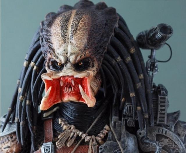 """""""Хищник"""" - пришелец в страшной маске-шлеме."""