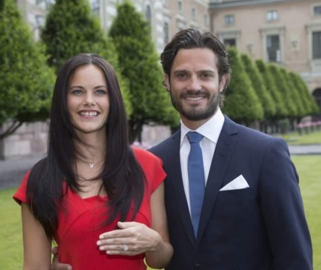 В 2014 году пара сообщила о помолвке, а на будущий год они поженились. Сейчас у молодых двое детей - оба мальчики.