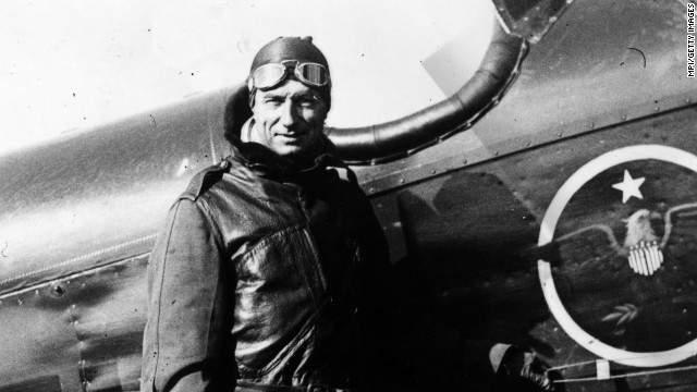 """Кроме этого, еще в 1925 году Митчелл увидел будущую воздушную атаку, которая будет произведена следующим образом: """"На острове Форд (Перл-харбор) в 7.30 утра произойдет бомбардировка. В 10.40 утра будет атакован Кларк-Филд (Филиппины)""""."""