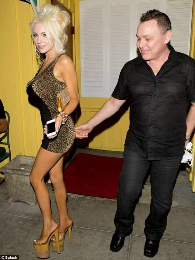 Известная в Соединенных Штатах участница реалити-шоу посещала актерскую мастерскую у Дага Хатчисона, который на 34 года старше девушки.