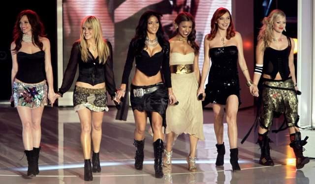 В мае 2003 года Шерзингер вошла в состав бурлеск-группы Pussycat Dolls, где единственная могла писать тексты песен. Но уже в 2005 году начала петь дуэтами с другими популярными исполнителями: Шэгги, Уиллом Смитом и Пи Дидди.