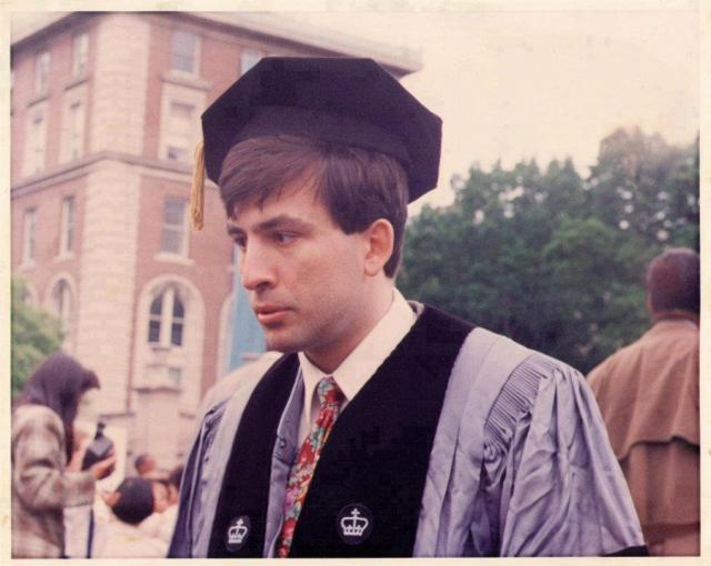 Михаил Саакашвили с отличием окончил факультет международного права института международных отношений Киевского университета имени Тараса Шевченко.