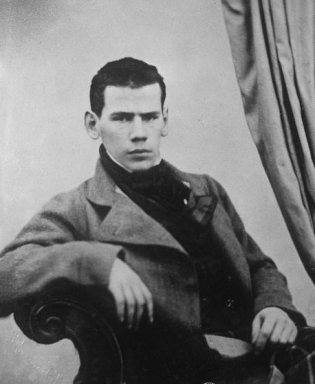 В 1837 году семейство переехало в Москву, так как старшему брату Толстого надо было готовиться к поступлению в университет. Вскоре внезапно умер и их отец, Николай Ильич.