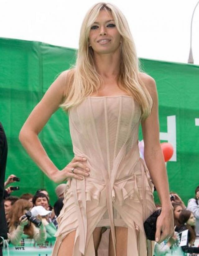 Вера Брежнева. Певица и актриса и без откровенных нарядов считается одной из самых сексуальных звезд российского шоу-бизнеса.